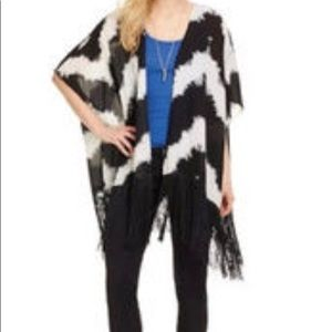 Tops - Black/White Kimono